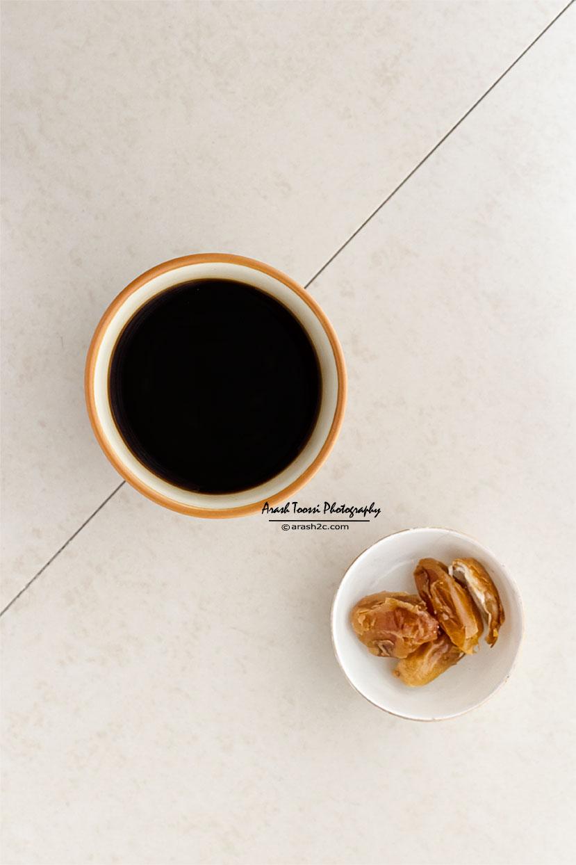انتخاب بهترین زاویه، در زمان عکاسی از مواد غذایی، از یک مشاهده خوب و یک احساس درونی می آید.  پیش از عکاسی، سعی کنید که به تفکر بصری وارد شوید، به آرامی دور سوژه تان حرکت کنید و به سادگی با چشمان تان مشاهده کنید.